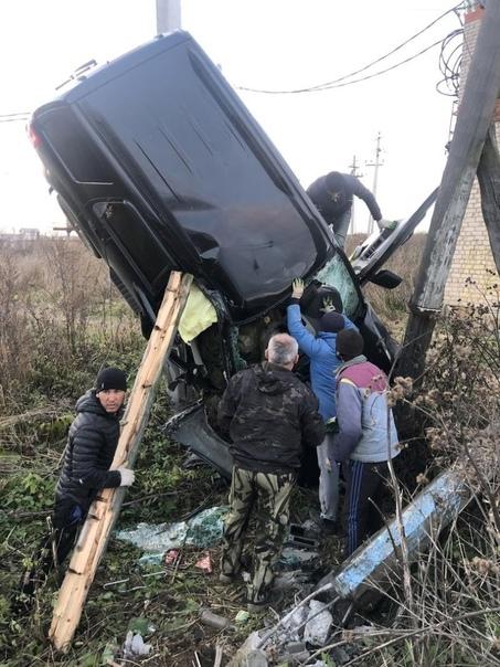 В Подмосковье внедорожник застрял в опорах электропроводов и обесточил две деревни.  В районе деревни Беляево недалеко... [читать продолжение]