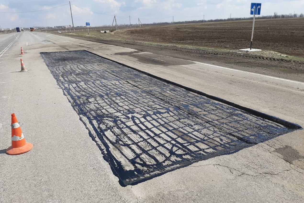 На дорогах Ростовской области устранены дефекты покрытия общей площадью около 110 тысяч «квадратов»
