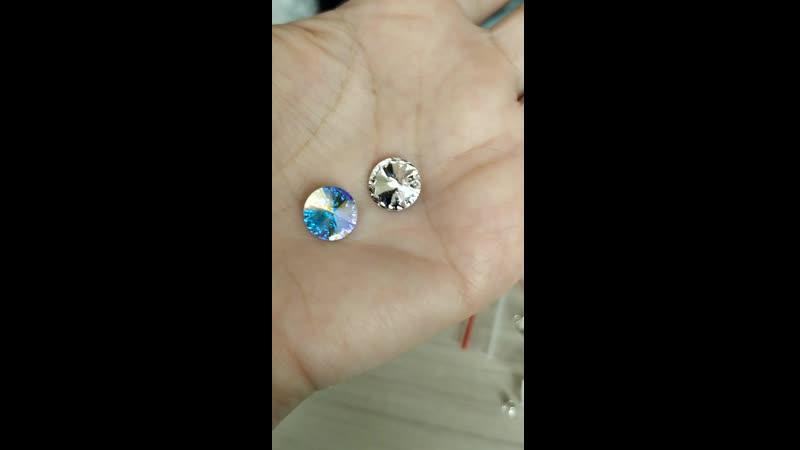 Кристаллы Swarovski Rivoli слева цвет Crystal AB справа Crystal