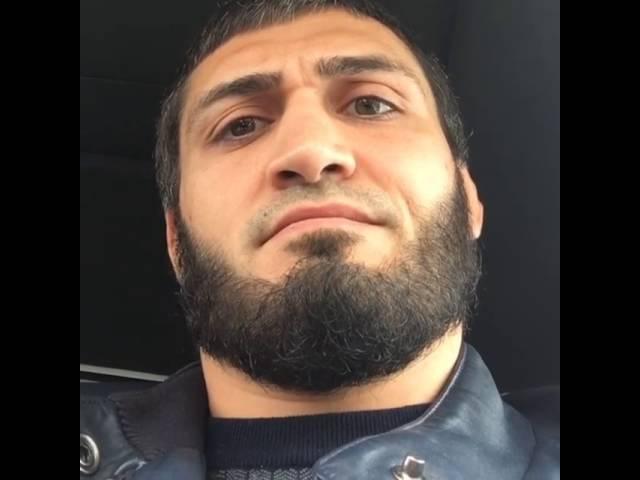 Абукар Яндиев Старайтесь чаще слушать Коран в машине Пользы будет больше чем от музыки