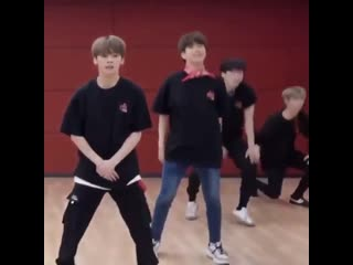 A compilation of minho having fun and being himself in the miroh dance practice (2019)