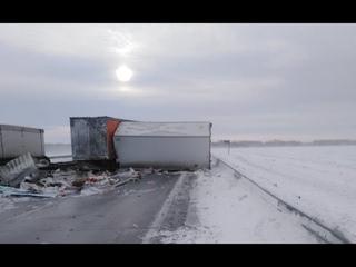 Водитель погиб в ДТП двух грузовиков под Новосибирском