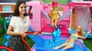 Куклы Барби и Кен на пляже с друзьями. Игры в одевалки и Салон красоты - Барби опаздывает на работу!