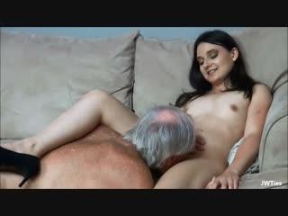 Порно дед поимел молоденькую девушку. старик трахает молодую. старик лижет письку_ инцест, ебет внучку, домашнее видео, измена.