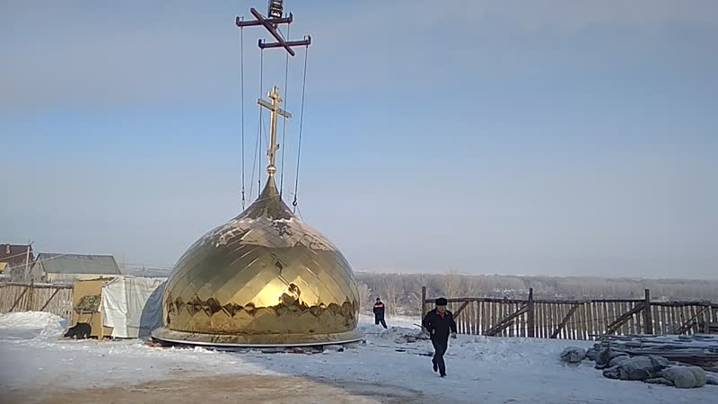 Поднятие куполу на новый Троицкий храм Часть 1
