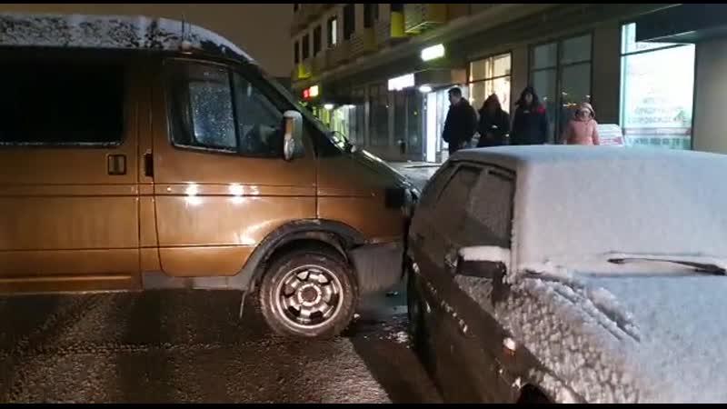 Машина сама завелась и поехала со слов очевидцев