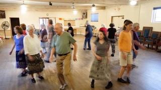 """Robin Ddiog """"Lazy Robin""""  (Wales)  Santa Fe International Folk Dancers"""