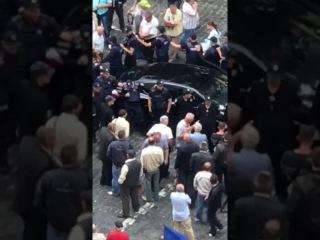 В Киеве автомобиль въехал в толпу митингующих